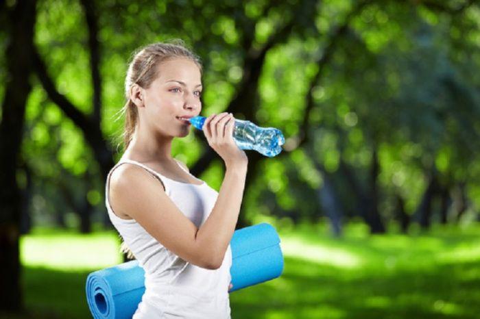 7 правил похудения с помощью воды.